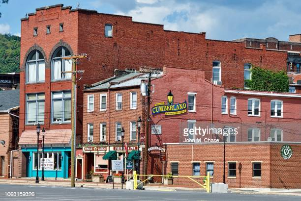 """""""welcome to cumberland"""" sign in the historic western maryland city - cumberland usa stock photos and pictures"""