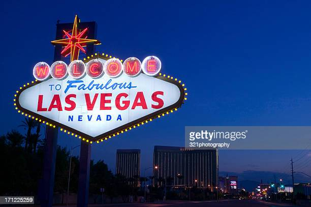 welcome to fabulous las vegas sign at sunrise