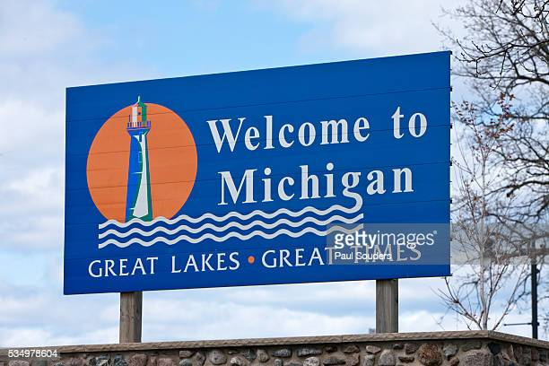welcome to michigan sign - menominee county  michigan stock pictures, royalty-free photos & images