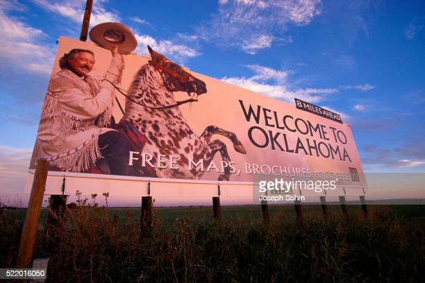 welcome to oklahoma road sign - oklahoma welcome sign stock pictures, royalty-free photos & images