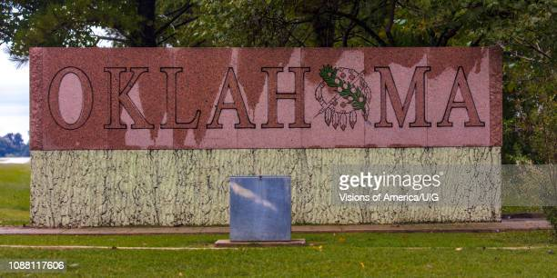 welcome to oklahoma sign - oklahoma welcome sign stock pictures, royalty-free photos & images