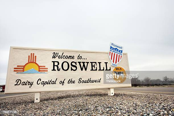 welcome to roswell sign - roswell stock pictures, royalty-free photos & images
