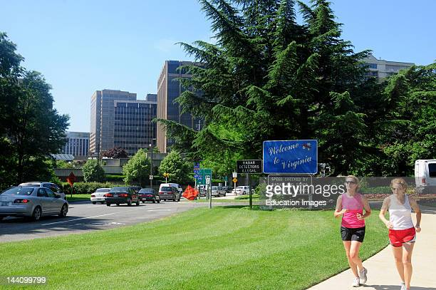 Welcome To Virginia Sign Rosslyn Joggers
