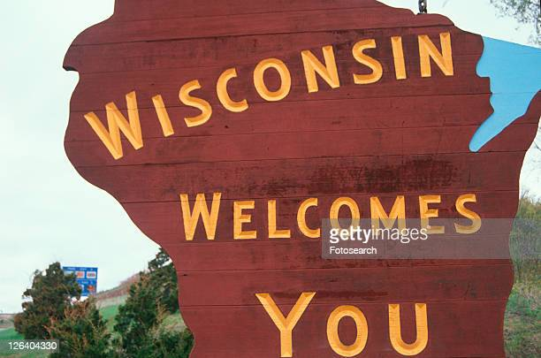 welcome to wisconsin sign - vilas_county,_wisconsin stock pictures, royalty-free photos & images