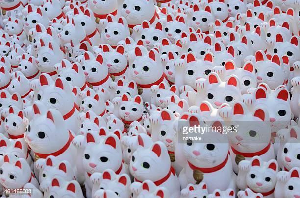 welcoming cats - maneki neko stock photos and pictures