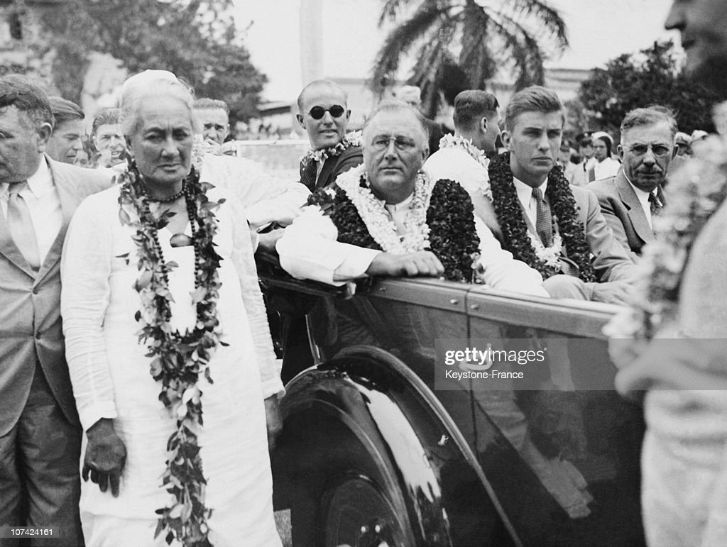Welcoming Of The President Franklin Roosevelt And His Son At Honolulu In Hawaii On August 1934 : News Photo