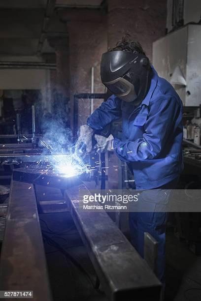 welder at work - metalúrgico - fotografias e filmes do acervo