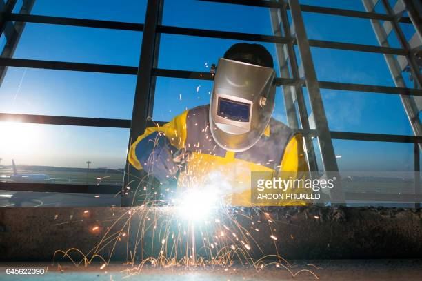 welder - male erection stock pictures, royalty-free photos & images