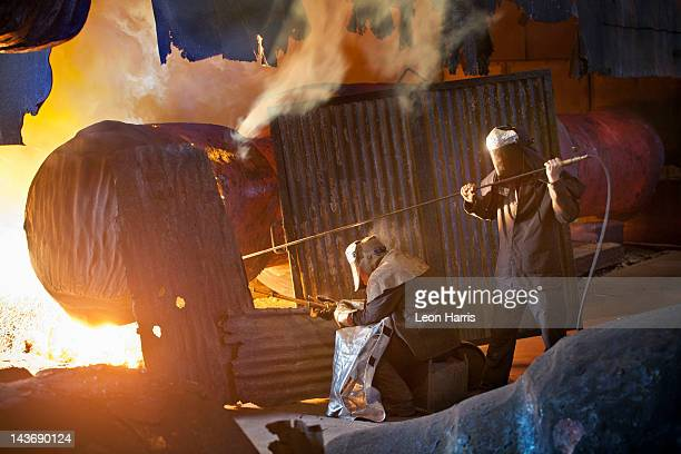 Welders Arbeit in Stahl forge