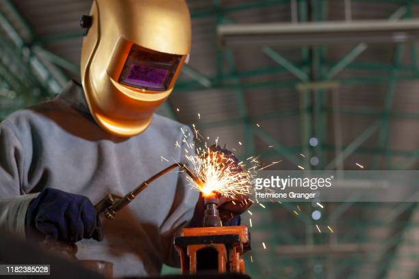 welders working in industrial plants, concepts about factories, factories and workers. - fabricage apparatuur stock pictures, royalty-free photos & images