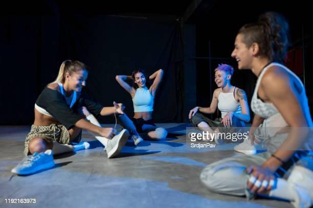 välförtjänt vila - dance troupe bildbanksfoton och bilder