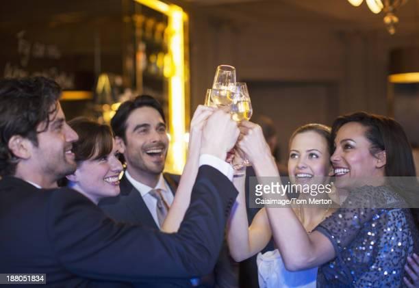 ご友人との乾杯シャンパン flutes た