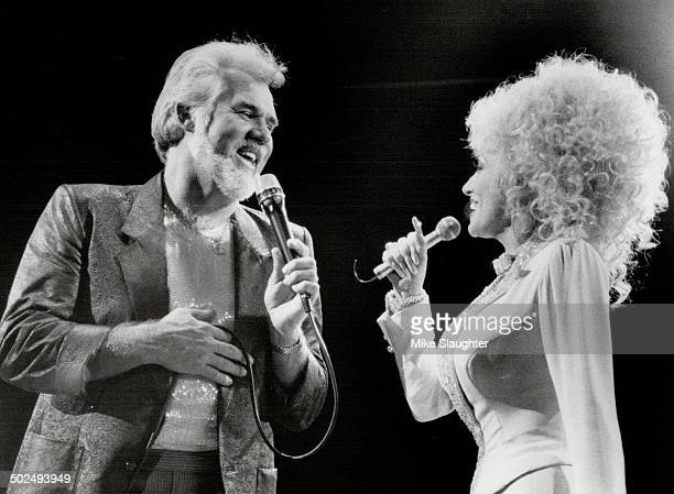 Well hello Dolly Parton it was so nice to have you back in town with Kenny Rogers at Maple Leaf Gardens last night where 15000 country music fans...