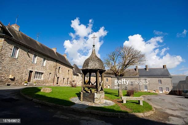 Gut in der Bretagne town square
