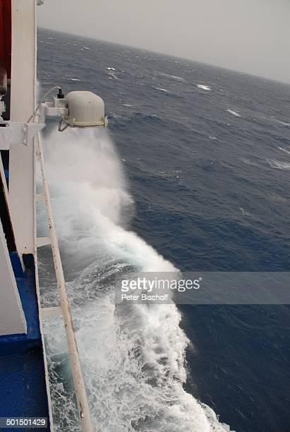 """Wellen, Kreuzfahrtschiff MS """"Astoria"""" auf hoher See bei Sturm, Asien, Schiff, Meer, Wasser, Reise, BB, DIG; P.-Nr.: 603/2008, ;"""