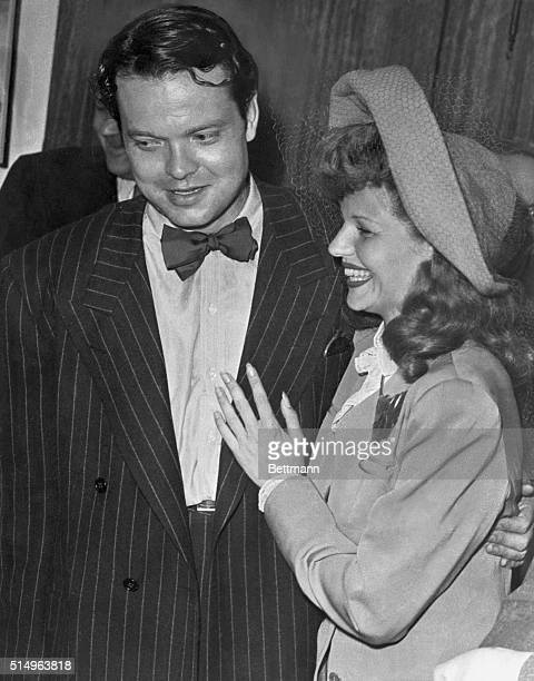 Welles and Hayworth at their wedding in 1943