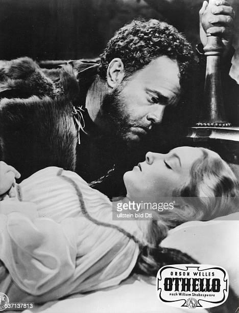Welles Orson Regisseur Schauspieler USA als 'Othello' in dem gleichnamigen Film nach Shakespeare mit Suzanne CloutierUstinov als 'Desdemona' 1956