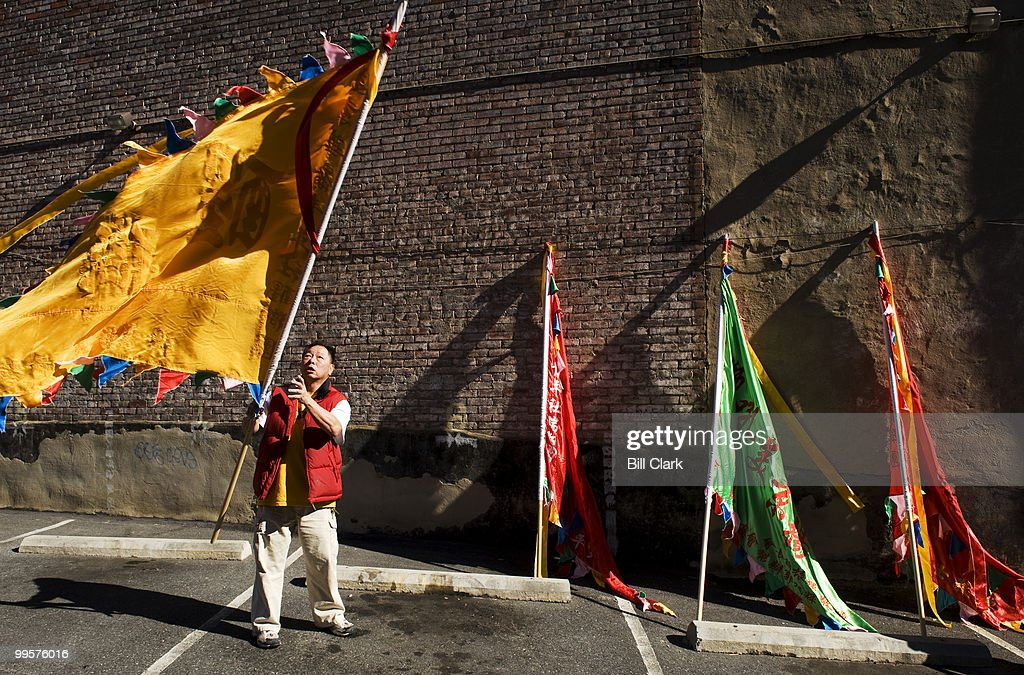 Wellington Moy, of the Chinese Youth Club, unfurls banners berfore the annual Chinese New year parade celebrating the Year of the Ox in Chinatown on Sunday, Feb. 1, 2009