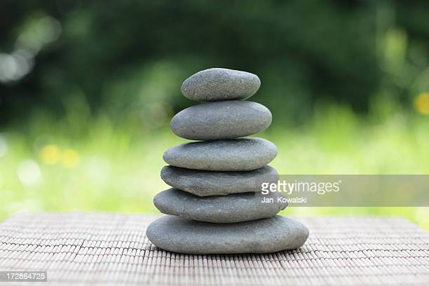 wellness-Haufen von runden Steinen