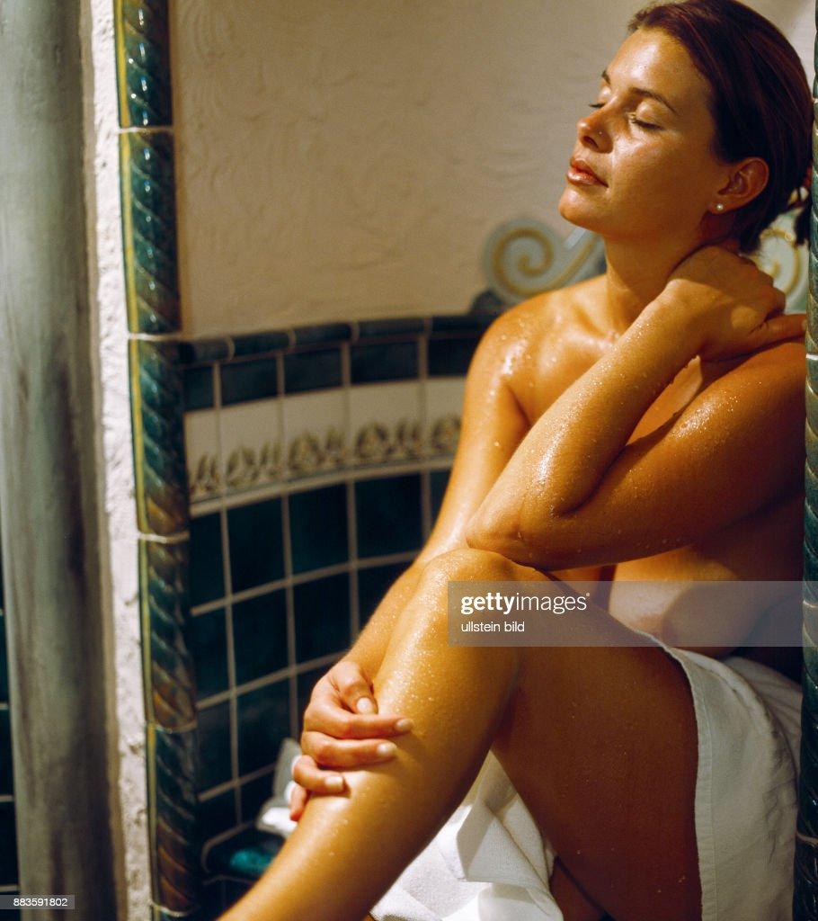 Elizabeth daily nude pis