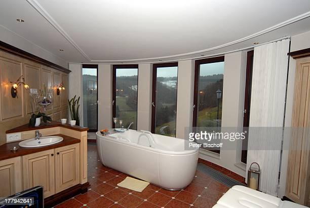 WellnessBereich Hotel Dollenberg Bad PeterstalGriesbach Schwarzwald BadenWürttemberg Deutschland Europa Badewanne Reise