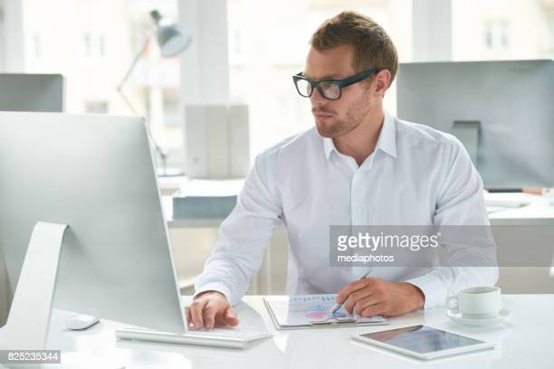 well-organized worker - economist stock pictures, royalty-free photos & images