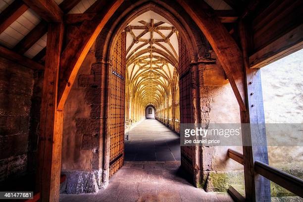 wells cathedral cloisters, somerset - cloister stock pictures, royalty-free photos & images