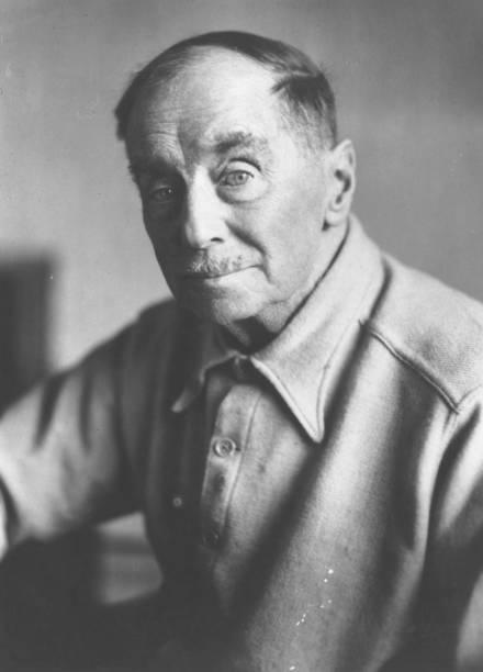 Wells writer of 'scientific romances' such as 'War...