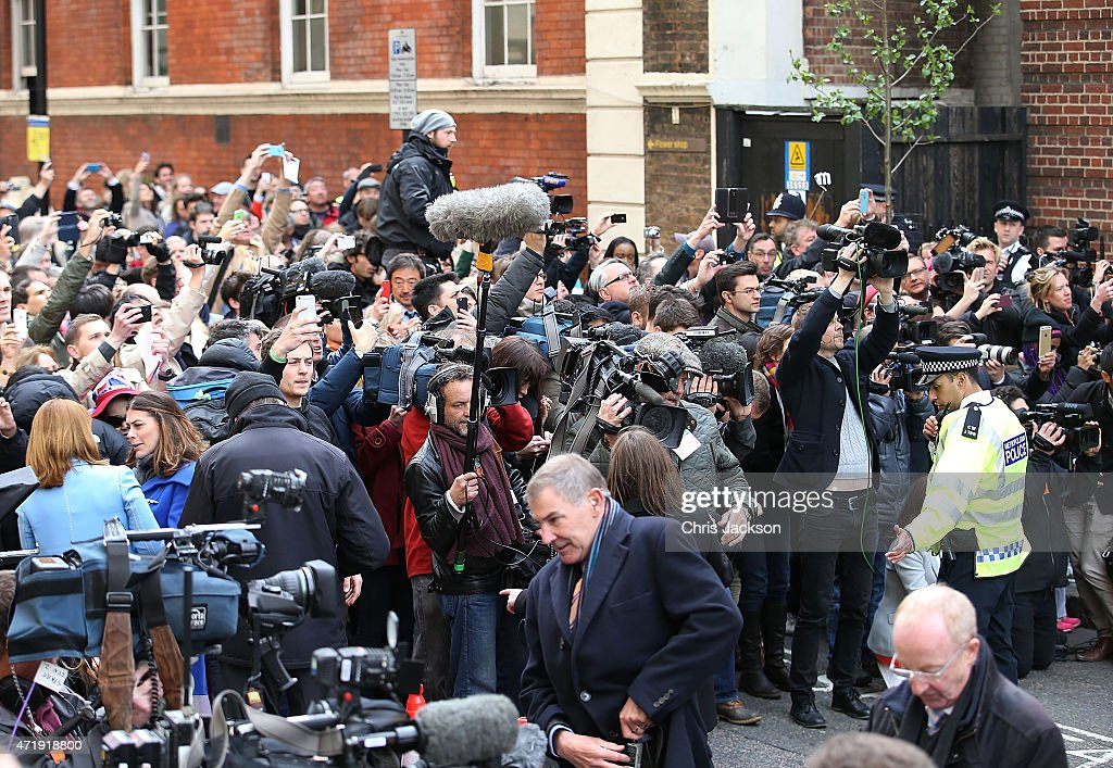 Scenes At The Lindo Wing As It's Announced That The Duchess Of Cambridge Has Given Birth To A Baby Girl : News Photo