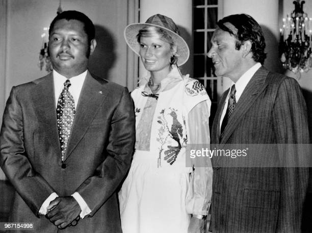 Welsh actor Richard Burton poses with President of Haiti JeanClaude Duvalier and his wife British actress Suzy Miller on June 10 1976 in PortauPrince