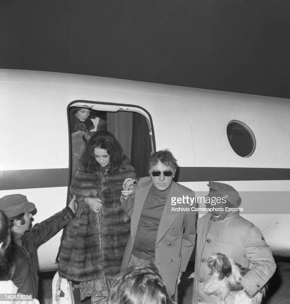 Welsh actor Richard Burton with Liz Taylor getting off their airplane Lido Venice 1974