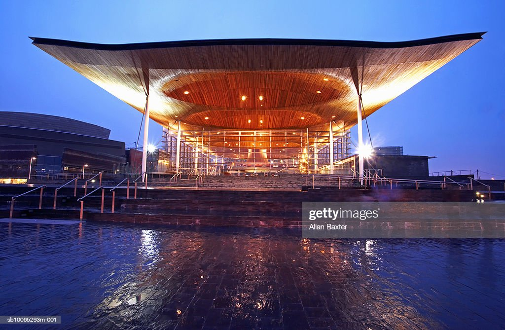 Welsh Assembly at night : Foto stock