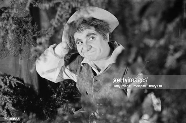 Welsh baritone Geraint Evans as Bottom the Weaver in Benjamin Britten's opera 'A Midsummer Night's Dream' circa 1963