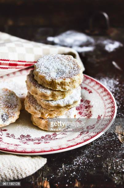 welsh cakes with raisin, also welshcakes or pics, are traditional in wales, stacked on a dessert plate on a wooden table, selective focus. served hot or cold dusted with caster sugar. sweet food. - ウェールズ文化 ストックフォトと画像