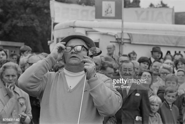Welsh comedian and singer Harry Secombe playing golf in front of a crowd 4th October 1970