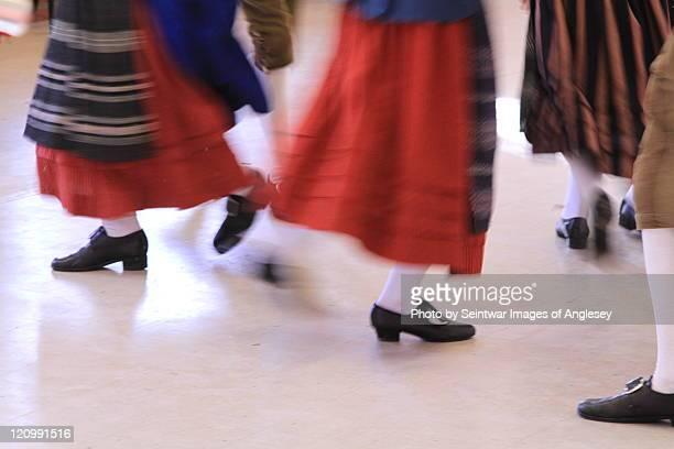 welsh folk dancers - welshe cultuur stockfoto's en -beelden