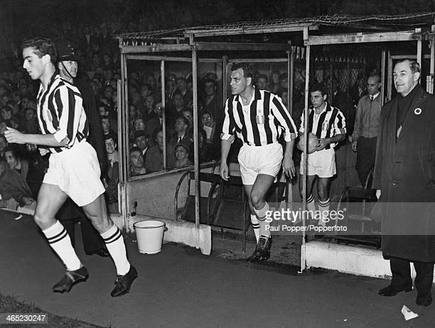 Welsh footballer John Charles takes to the field for Juventus before a match against Arsenal at Highbury, London, 26th November 1958. Arsenal won the...