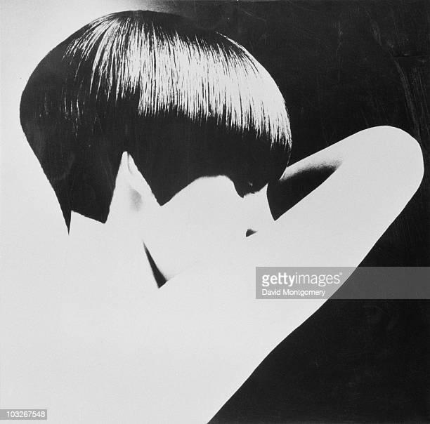 Welsh model and Vogue journalist Grace Coddington modelling a geometric bobcut hairstyle by Vidal Sassoon circa 1965