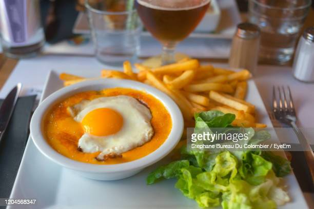 a welsh rarebit typical dish in the north of france. lille, france. - ウェールズ文化 ストックフォトと画像
