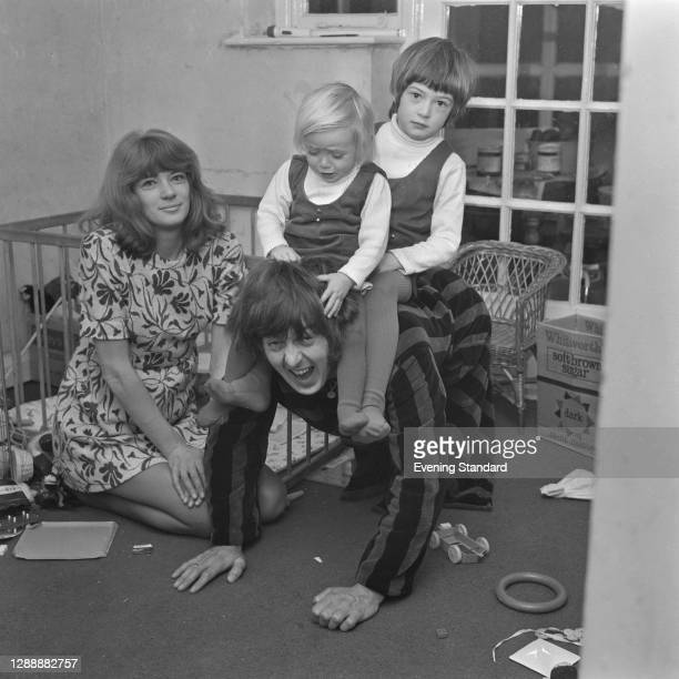 Welsh singer and musician Spencer Davis with his wife Pauline and their daughters Sarah and Lisa, UK, 6th January 1968.
