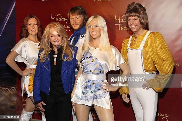 Welsh singer Bonnie Tyler poses with wax figures of the members of the Swedish pop group ABBA AnniFrid Lyngstad Benny Andersson Agnetha Faltskog and...