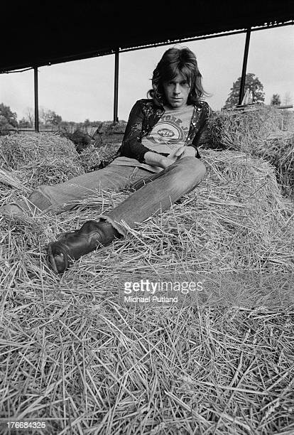 Welsh singer, guitarist and record producer Dave Edmunds in a barn at Rockfield Studios, Monmouthshire, Wales, September 1973.