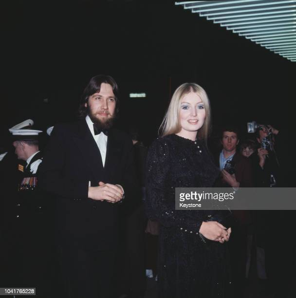 Welsh singer Mary Hopkin arrives at the premiere of the film 'The Tales of Beatrix Potter', London, 1971.