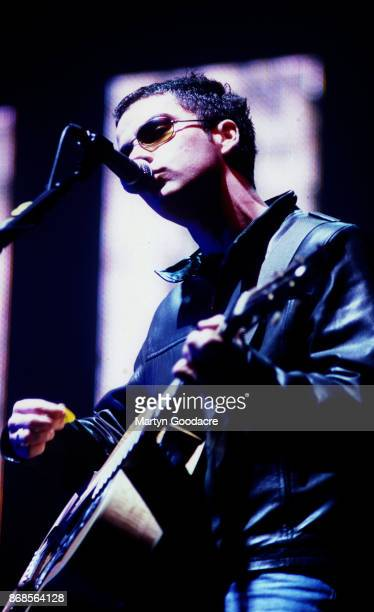 Welsh singersongwriter and guitarist Kelly Jones of the Stereophonics performs on stage at the Shepherd's Bush Empire London 28 March 2001