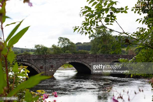 welsh stone arched bridge - geraint rowland stock pictures, royalty-free photos & images