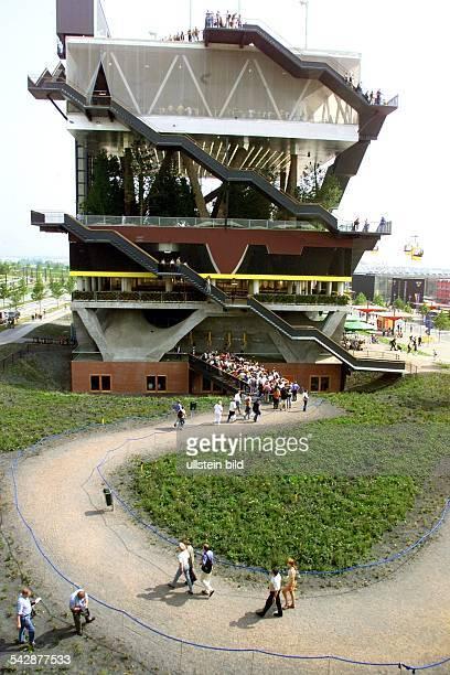 Weltausstellung EXPO 2000 Hannover Mit gestapelten Landschaften die sich vierzig Meter hoch auftürmen präsentieren sich die Niederlande Holland will...