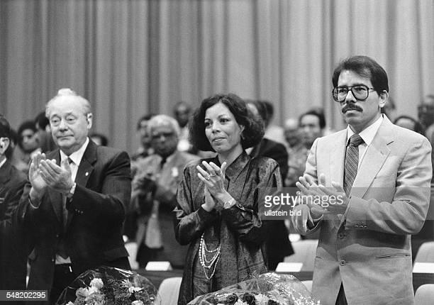 Weltgewerkschaftskongreß in Berlin 1986 16 v li Harry Tisch Rosario Murillo Daniel Ortega 1986
