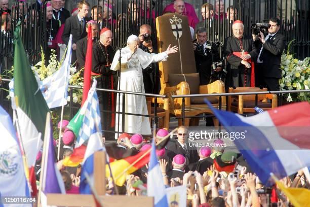 Weltjugendtag in Köln 2005 - Besuch des Papstes Benedikt XVI. Auf dem Kölner Roncalliplatz.