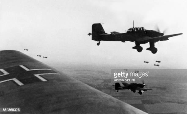 2 Weltkrieg Deutsche Luftwaffe Sturzkampfflugzeug 'Ran an den Feind dröhnen die Motoren Eine halbe Stunde später liegen in England Hafenanlagen und...