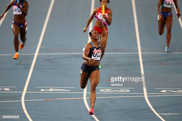 Weltmeister USA in der Besetzung Bianca Knight Allyson Felix Marshevet Myers Carmelita Jeter im Ziel 4 x 100 Meter Staffel 4 x 100 relay final women...